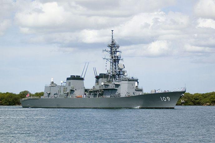 Ariake_(DD_109)_pulls_into_Pearl_Harbor (1)