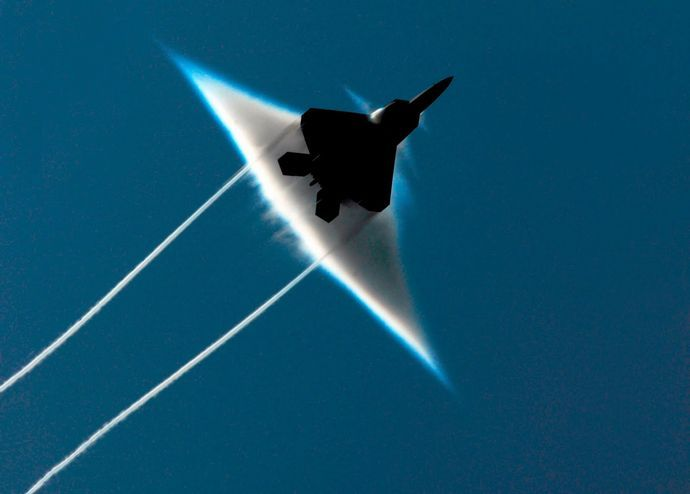 f22_raptor_supersonic