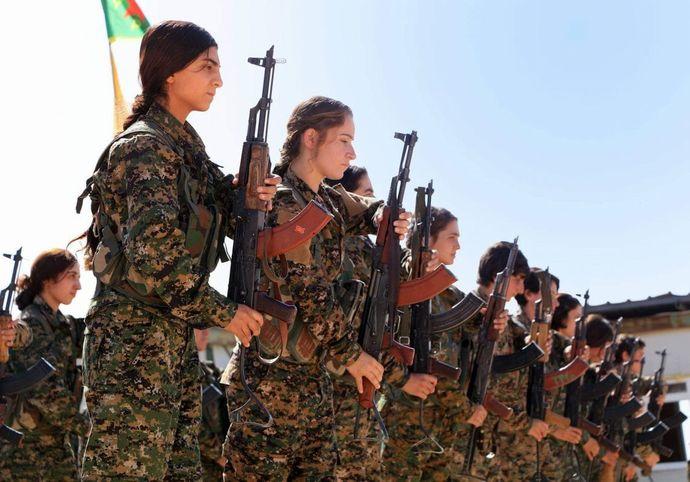 Kurdish_YPG_Fighters_30358638660-1140x797