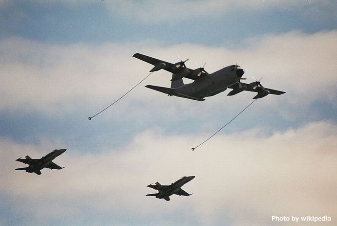 800px-Spanish_KC-130H_and_F-18