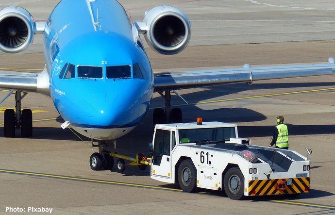 旅客機を牽引する車両を遠隔操作す実証実験が羽田空港で開始…時間短縮や作業員削減に!