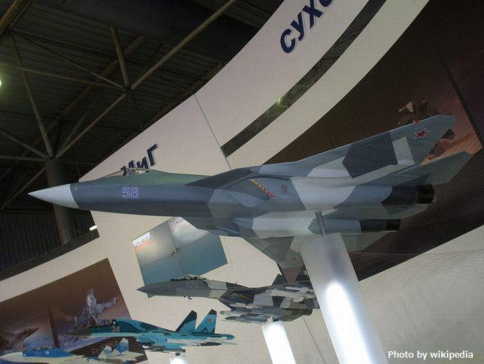 800px-T-50_(PAK_FA)_model_at_MAKS-2011_airshow