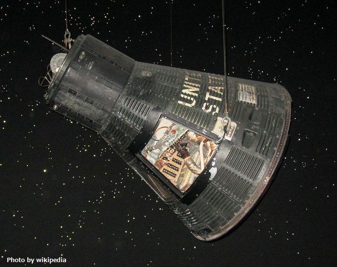 1280px-MA-9_Faith_7_Space_Center_Houston,_Houston,_TX