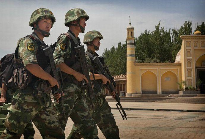 chinese-security-mosque-Xinjiang-china-getty-640x480