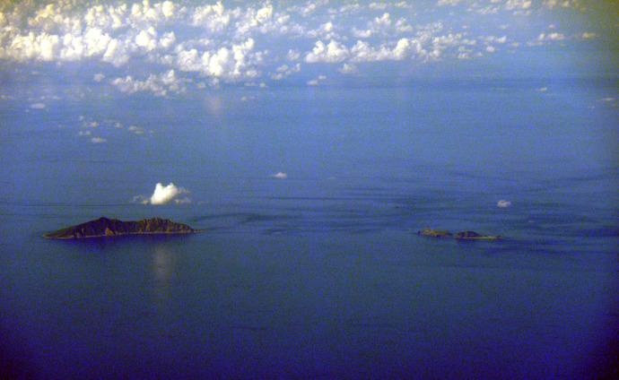 20100915Senkaku_Islands_Uotsuri_Jima_Kita_Kojima_Minami_Kojima