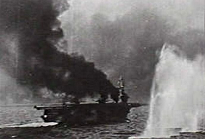 USS_St.Lo_making_smoke_while_under_fire_off_Samar_1944