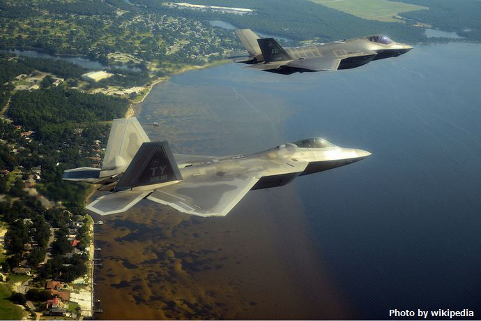 1280px-F-22A_and_F-35A_over_Emerald_Coast