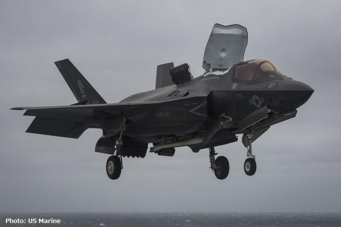 米軍の最新ステルス戦闘機F-35Bがサウスカロライナ州で墜落し大破…パイロットは緊急脱出!