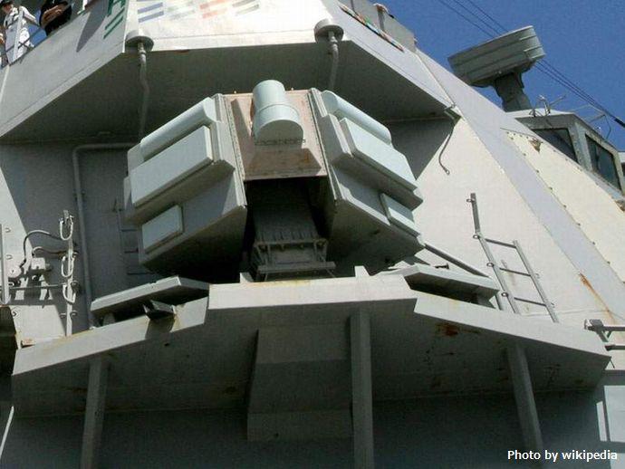 SLQ-32_Radar_DDG-70_Hopper_2002-10-02