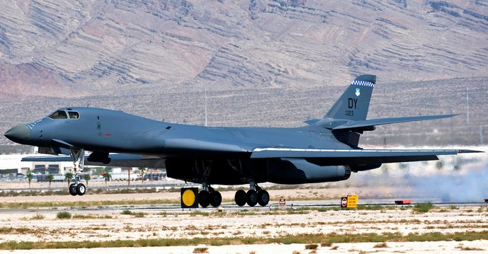 28th_Bomb_Squadron_-_Rockwell_B-1B_Lancer_Lot_V_86-0123