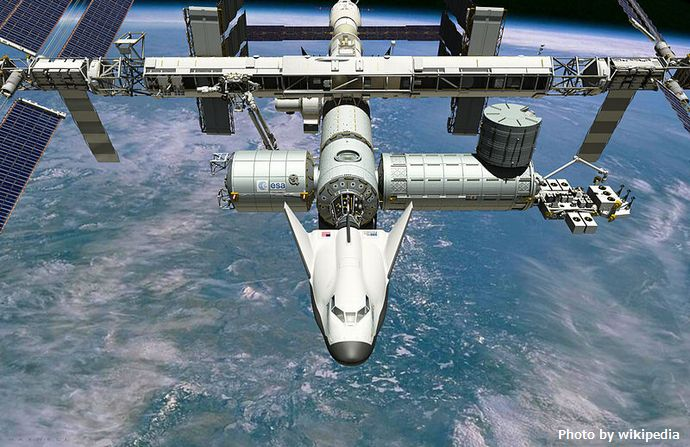 800px-Dream_Chaser_Docked_to_ISS
