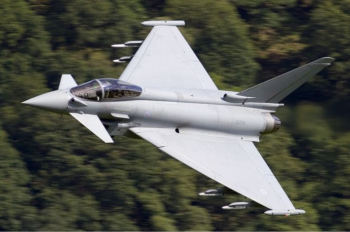 RAF_Eurofighter_EF-2000_Typhoon_F2_Lofting-2