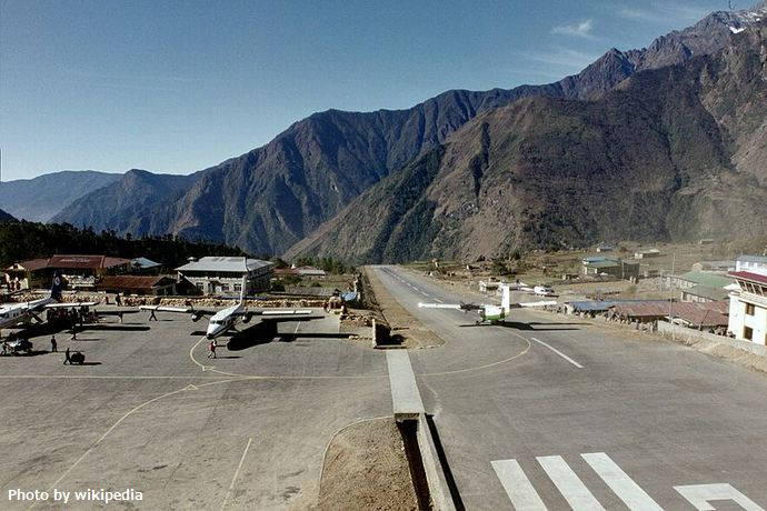 Lukla_airport,_Nepal_-_LUA_-_panoramio