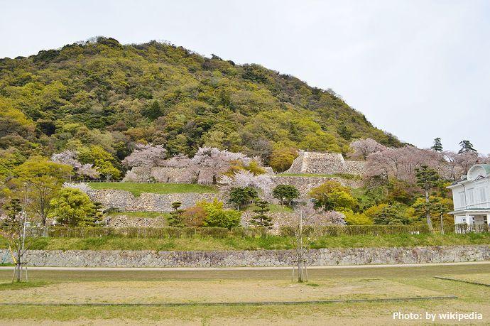 1280px-Tottori_Castle,_zenkei