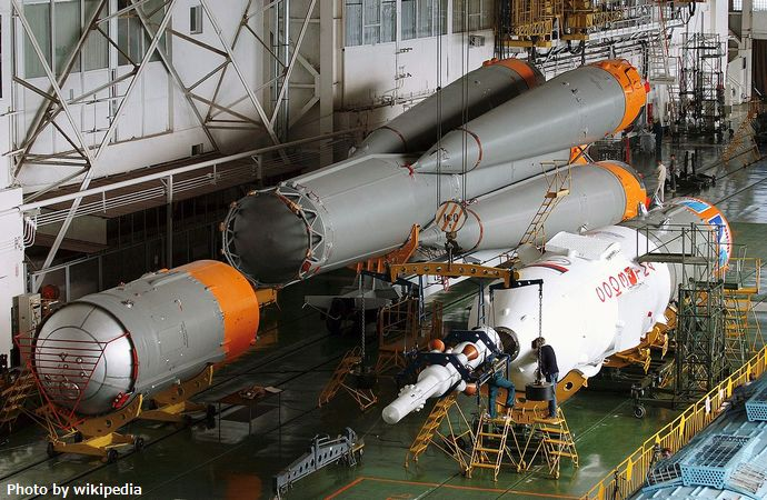 1280px-Soyuz_rocket_assembly