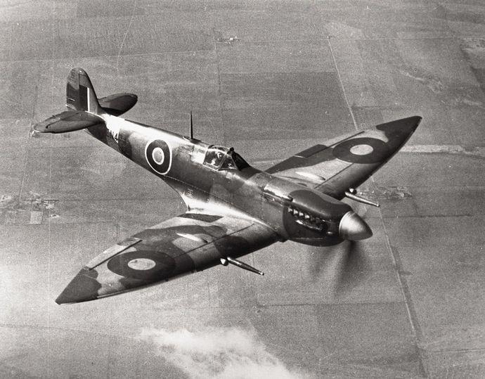 1280px-Spitfire_VII_Langley_USA
