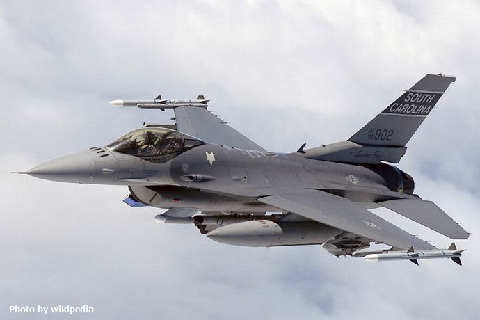 800px-F16_SCANG_InFlight