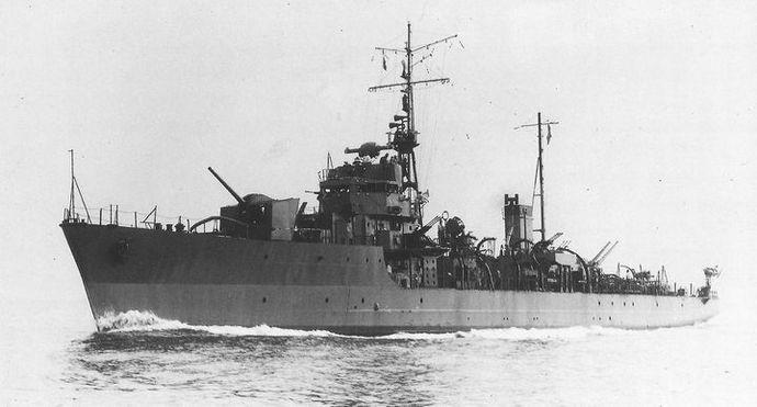IJN_escort_vessel_SHONAN_in_1944