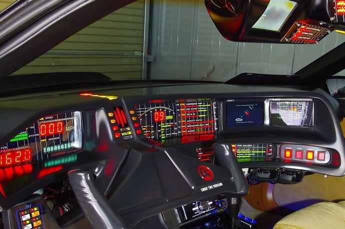 1280px-ナイトの運転席(写真はレプリカである前期仕様)