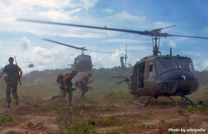 UH-1D_helicopters_in_Vietnam_1966