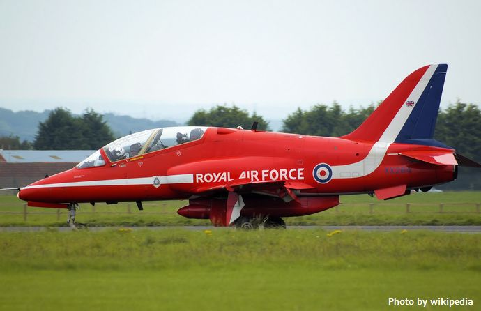 Red_arrow_hawk_xx264_taxis_arp