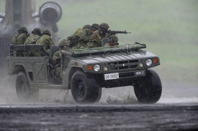 高機動車_20.8.24_富士総合火力演習・大雨の中のヘリボン_R_装備_98