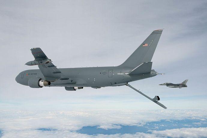 Boeing_KC-46_F-869-903_(21596275084)