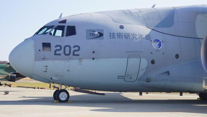 JASDF_XC-2(18-1202)_Front_body_at_Gifu_Air_Base_20141123