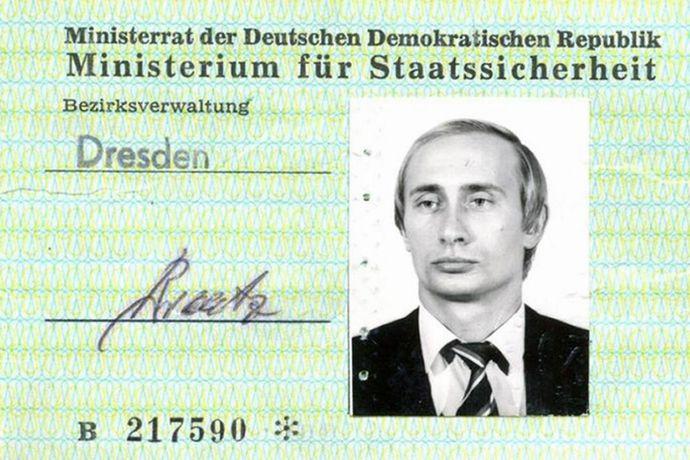 プーチン大統領がスパイ時代に使用した秘密警察の身分証がドイツで発見…旧東独シュタージが発行!
