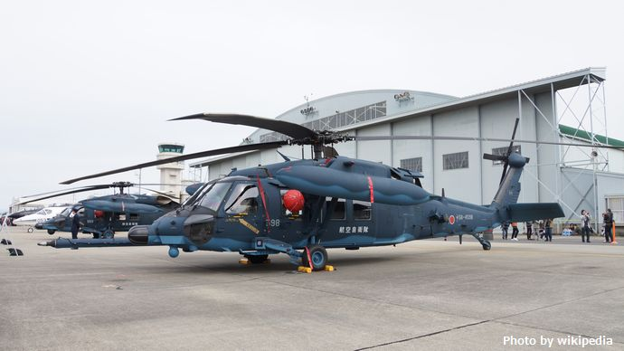JASDF_UH-60J(58-4598)_at_Komaki_Air_Base_March_13,2016_01