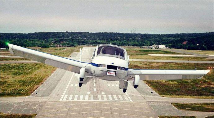世界初の空飛ぶ自動車「トランジション」が来月に予約販売開始…車から飛行機への変形わずか40秒!