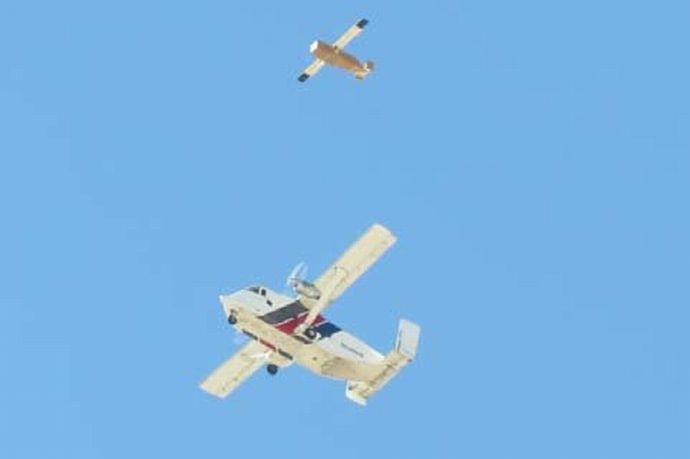Glider-being-chased-by-SC-7-Skyvan