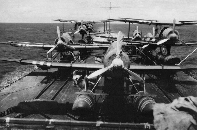 Mogami_1943_aircraft_deck_view