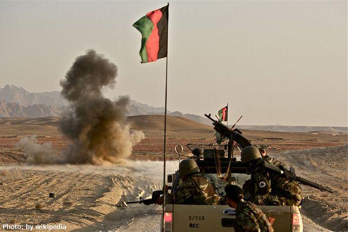 800px-Afghan_Army_neutralizes_IED