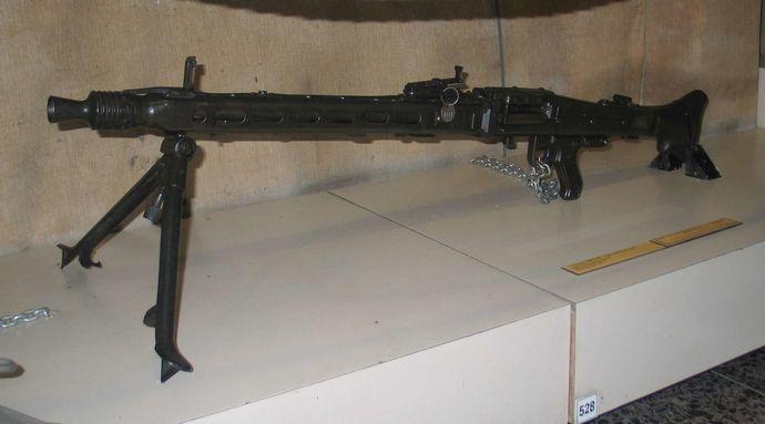 1920px-MG42-machine-gun-batey-haosef-1