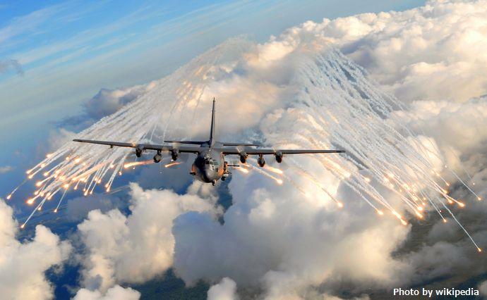 横田基地付近を飛行していた米軍輸送機「C-130」に地上からレーザー照射…警視庁が捜査!