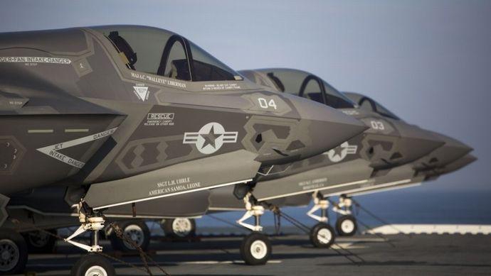アメリカ海兵隊の強襲揚陸艦USSワスプでF-35Bの艦上運用試験を開始!