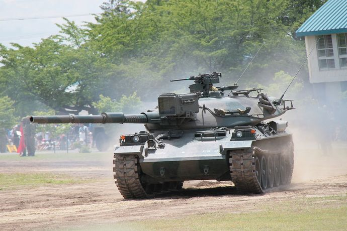 1280px-JGSDF_Type74Tank20130623-01