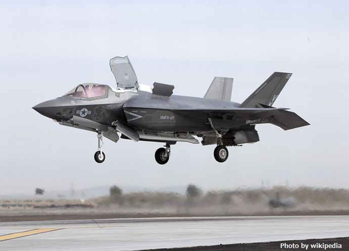 800px-F-35B_of_VMFA-121_lands_at_MCAS_Yuma_2013