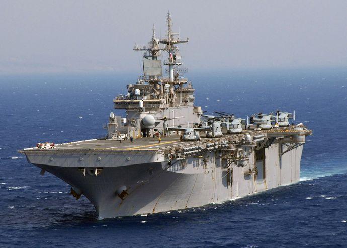USS_Wasp_(LHD-1)_Osprey_2