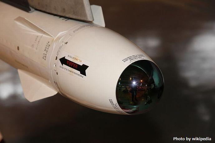 800px-Saab_35FS_Draken_DK-223_Rb_28_Keski-Suomen_ilmailumuseo_2