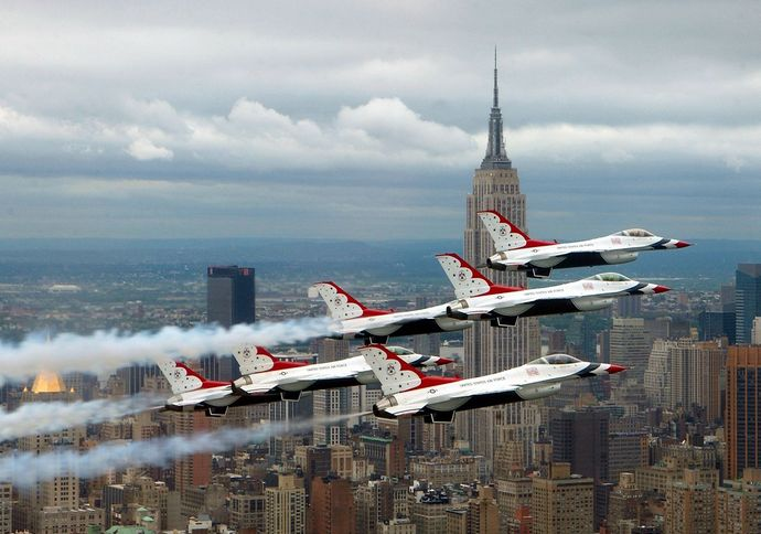 1280px-F-16_Fighting_Falcons_above_New_York_City
