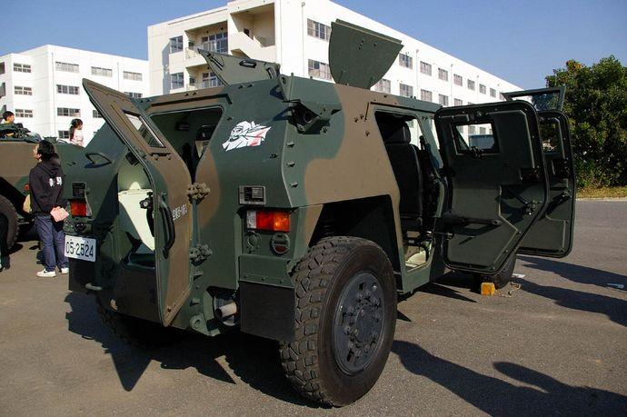 JGSDF_Light_Armored_vehicle_20071118-02
