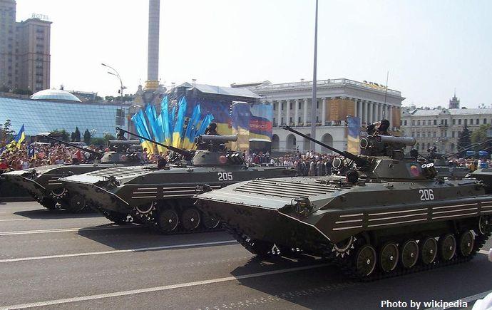 1280px-BMP-2_parade_ukraine