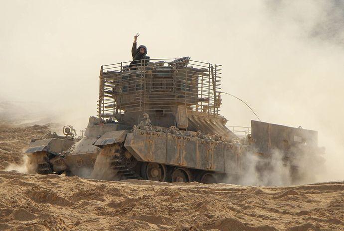 イスラエル軍のモンスター兵器、重装甲歩兵戦闘車「ナグマホン」!