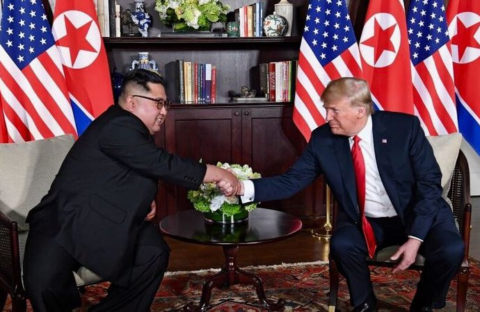 Trump_and_Kim_shaking_hands_in_the_summit_room
