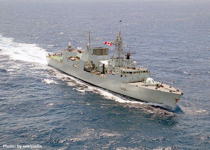 1200px-HMCS_Winnipeg_(FFH_338)_underway_in_2001