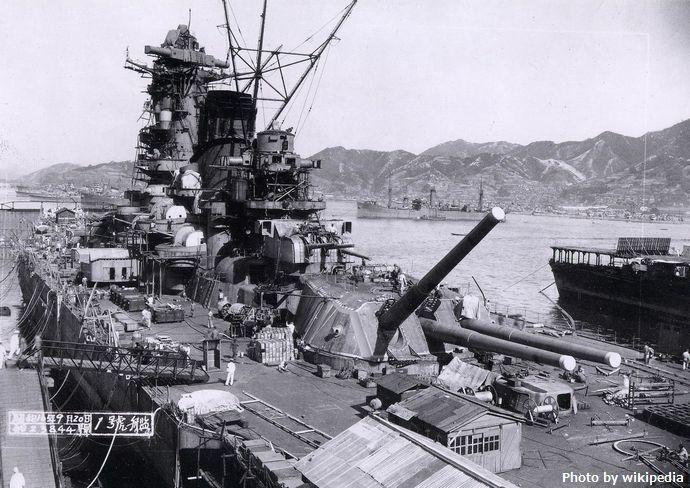 Yamato_battleship_under_construction