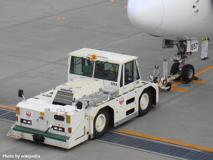 JAL_Pushback_tractor01