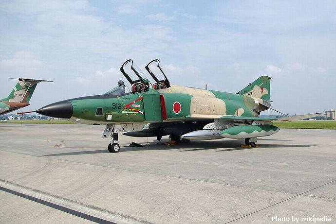 800px-JASDF_RF-4E_20090822-01